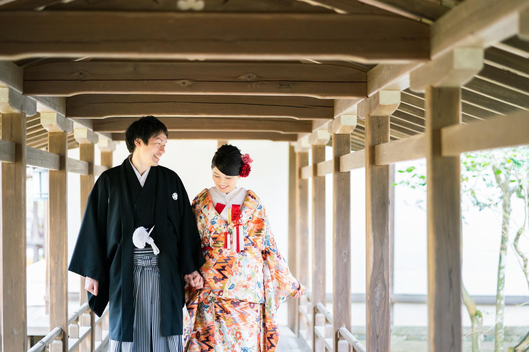 京都の大覚寺の廊下で和装前撮り