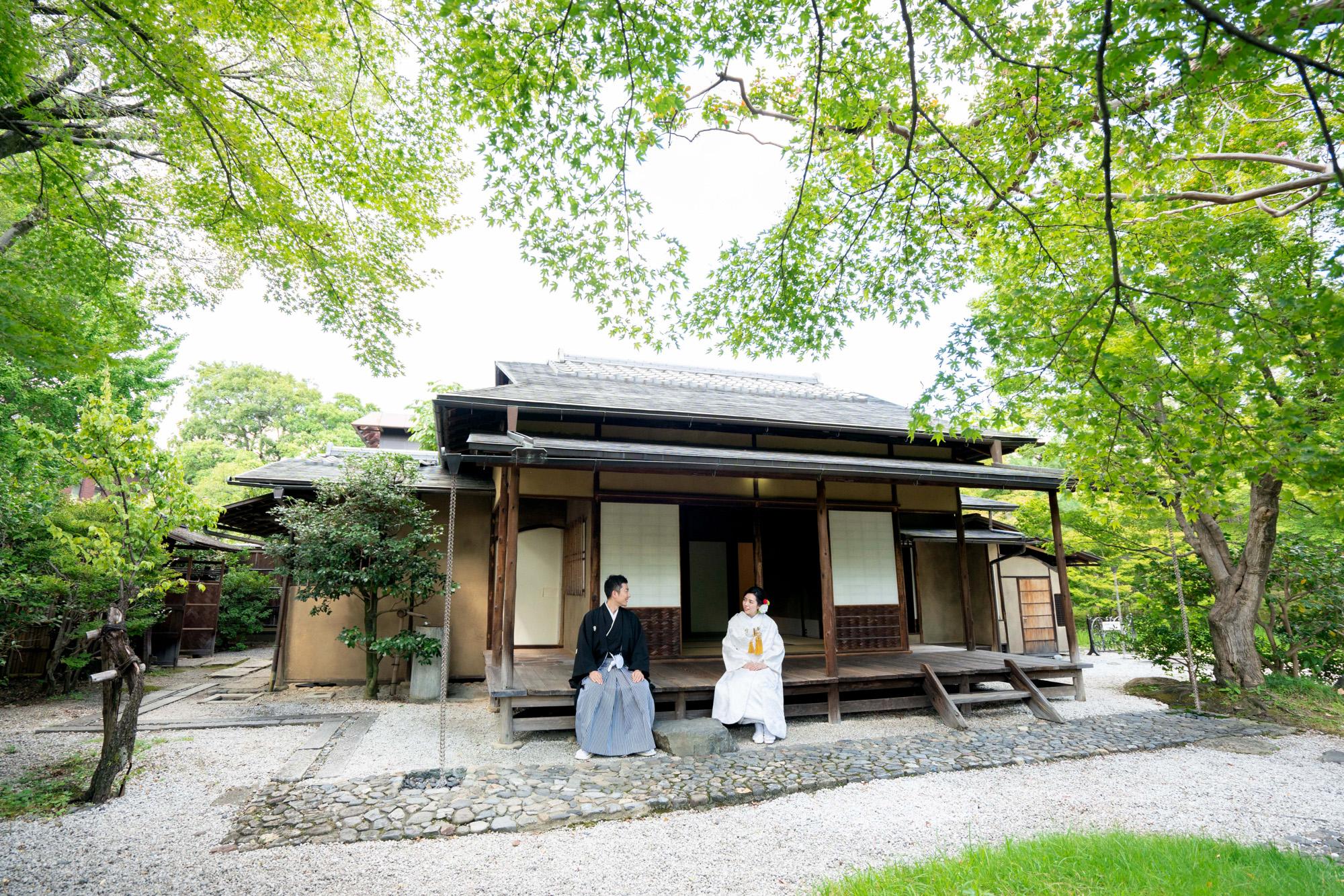 京都の茶室「堪庵」の縁側で和装前撮り