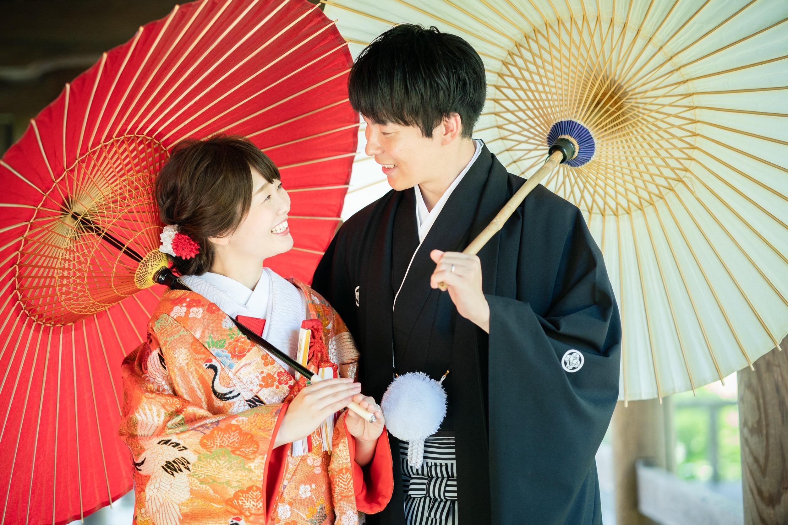 和傘を使ったフォトウェディング