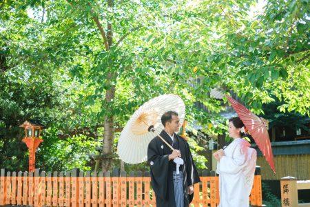 祇園の玉垣の前で撮影(白無垢)