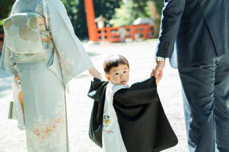 3歳の男の子、神社へお参り