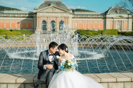 京都国立博物館の噴水前でドレス撮影